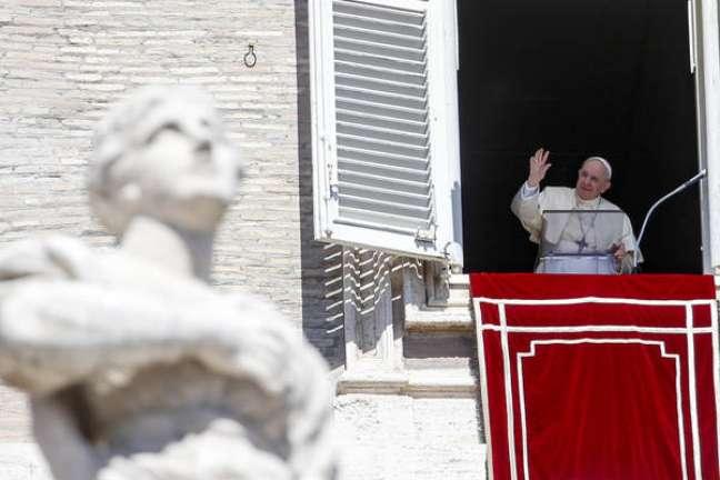 Francisco fez oração do Angelus na praça de São Pedro