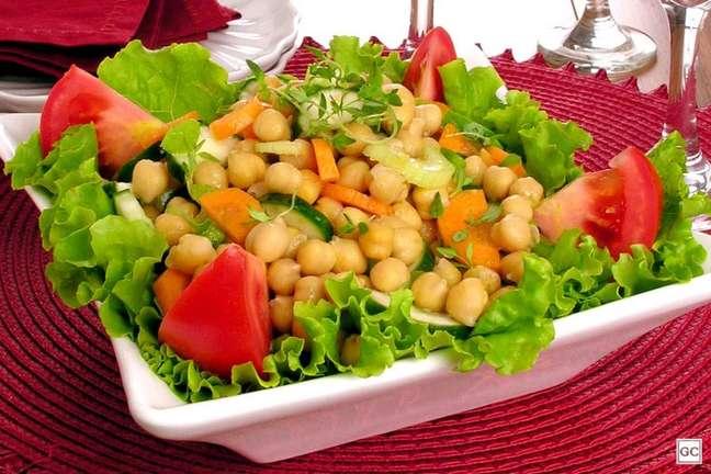 Guia da Cozinha - Salada de grão-de-bico com legumes