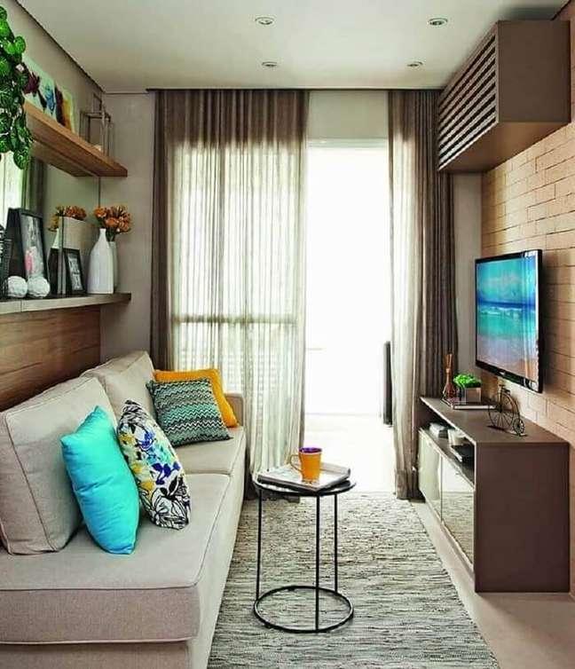 1. Priorize cortinas com tecidos leves para compor a decoração da sala planejada pequena. Fonte: FirePont