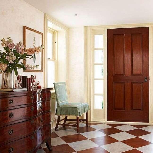 42. Piso xadrez marrom e bege para decoração de casa com estilo clássico – Foto: Better Homes and Gardens