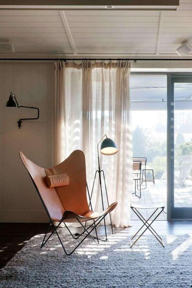 17. Poltrona de couro no quarto moderno – Foto Hecker Guthrie Yellowtrace