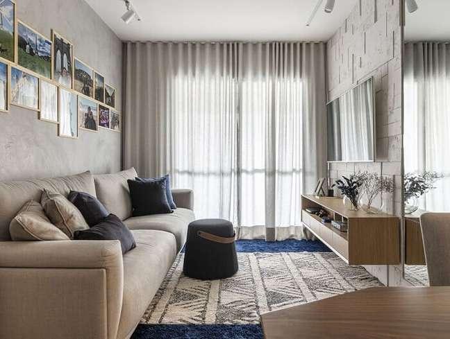 5. Decoração clean com sofá bege para sala planejada pequena. Projeto de Henrique Yokoyama Ortis