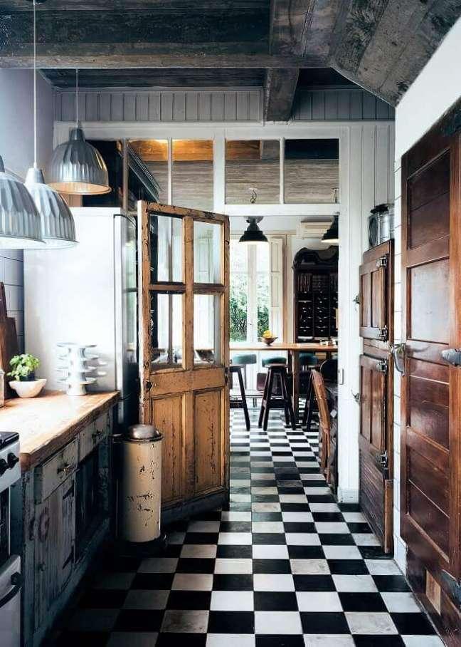 57. Piso xadrez preto e branco para decoração de cozinha rustica – Foto: Home Fashion Trend