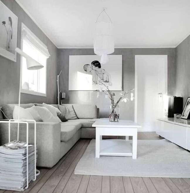 58. Decoração cinza e branca para sala planejada pequena. Fonte: Construção e Design