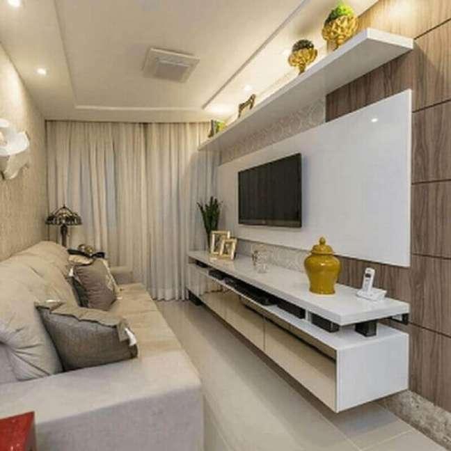 54. Invista em racks modernos para salas pequenas com detalhes espelhados para ajudar na sensação de amplitude. Fonte: Hogar Drywall