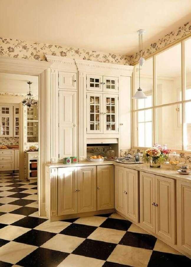 16. Cozinha branca provençal decorada com piso xadrez preto e branco – Foto: Adela Parvu