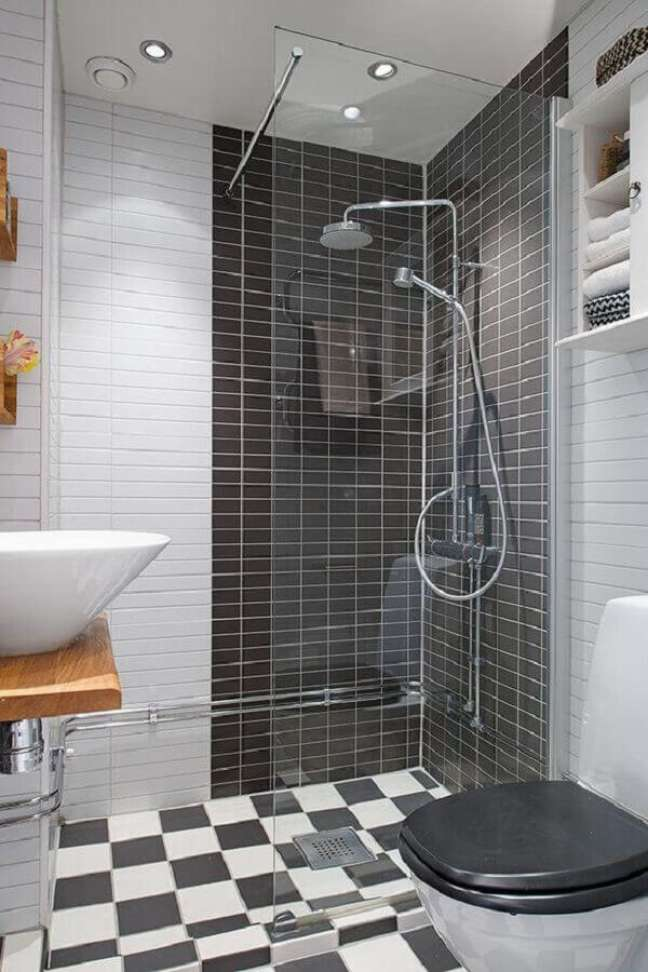 47. Piso xadrez para decoração de banheiro preto e branco – Foto: Decoist