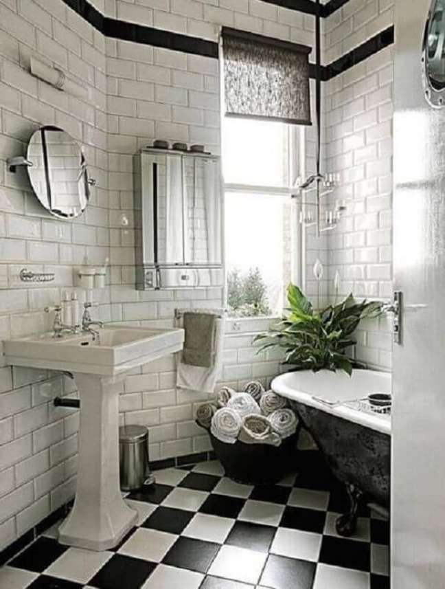 33. Decoração provençal com piso xadrez para banheiro preto e branco – Foto: domino magazine