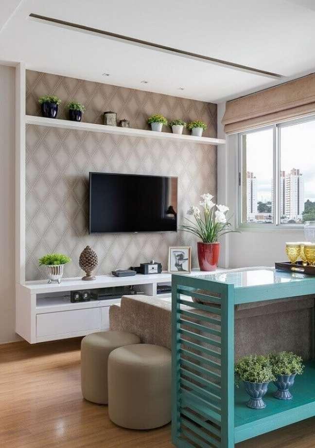 56. Decoração simples para sala planejada pequena apartamento. Foto: Claudia Comparin
