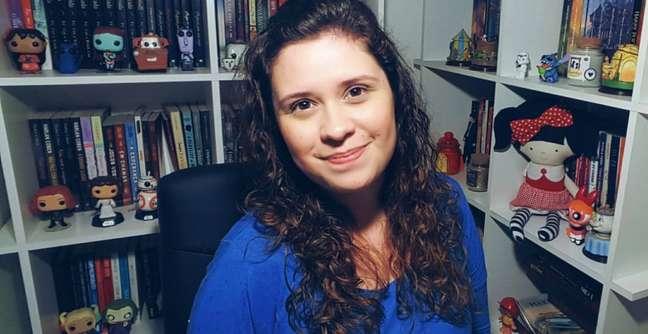 """Marina Mafra, portadora de esclerose e autora da obra: """"Escrever me deu a chance de enxergar a vida de maneira diferente"""""""