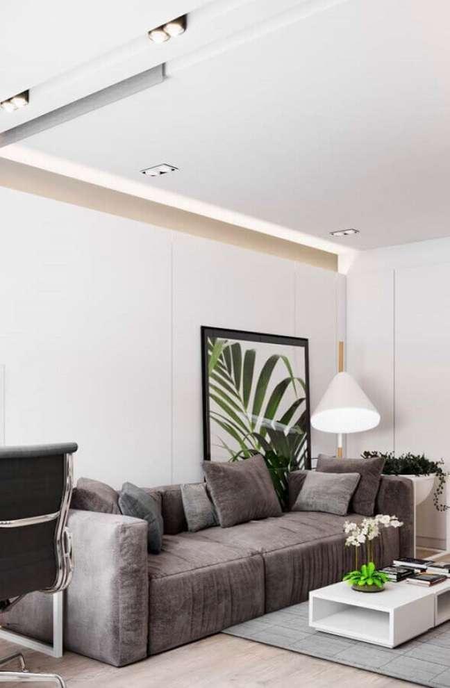 18. Tipos de sofá cinza para decoração de sala branca com quadro grande – Foto: Decor Fácil