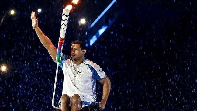 Clodoaldo Silva acendeu a pira paralímpica na Rio 2016
