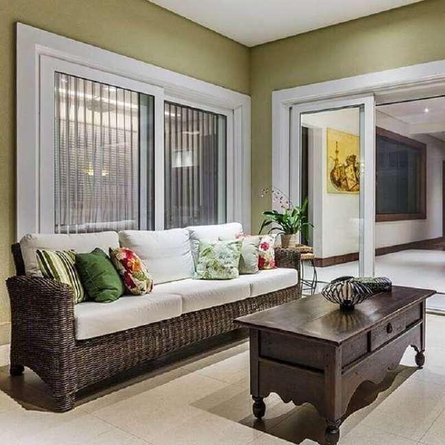 16. Tipo de sofá de vime para decoração de varanda – Foto: Ronaldo Rizzutti