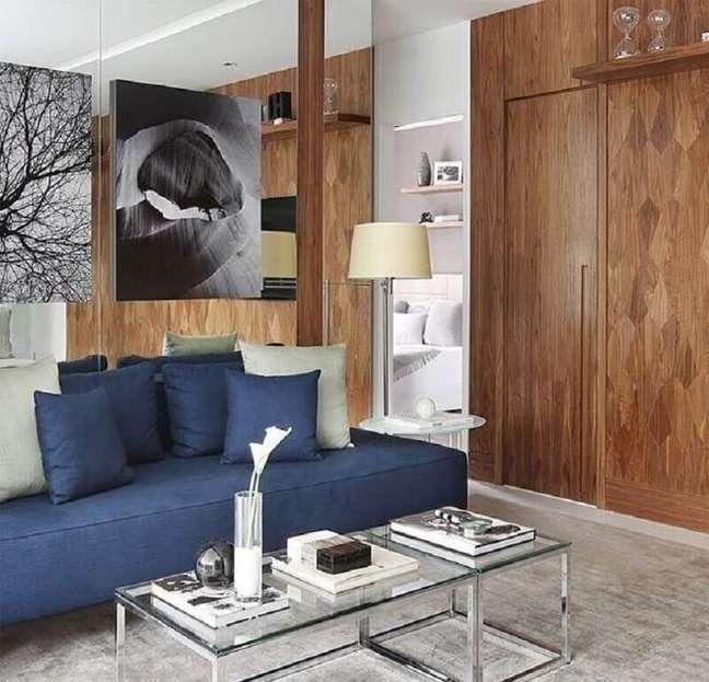 65. Tipos de sofás sem braço para decoração de sala moderna com mesa de centro de vidro – Foto: Mariana Orsi Fotografia
