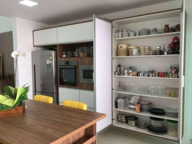 8. Como organizar geladeira inverse e armários da cozinha para facilitar na rotina Foto Fendi Marcenaria Moderna