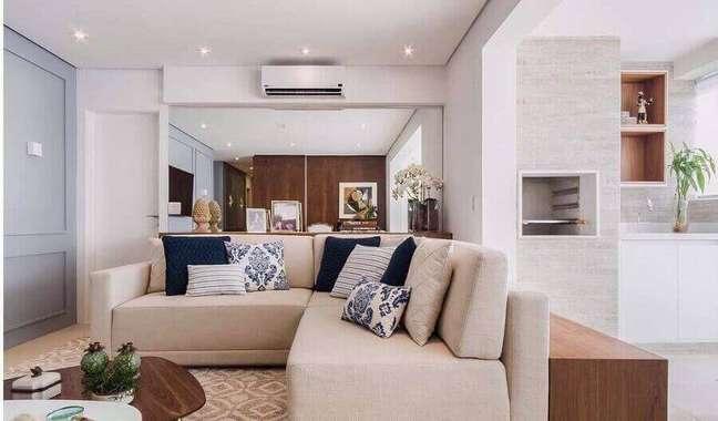 38. Tipos de sofás de canto para decoração de sala bege pequena – Foto: Diego Revollo Arquitetura