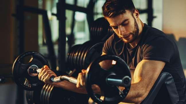 Como aumentar o peso na academia