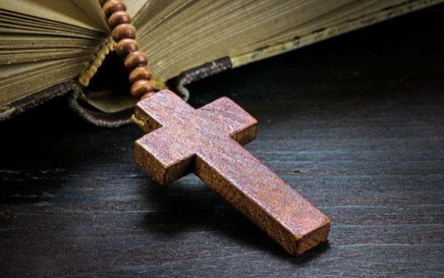 cruz biblia - FOTO: IStock.com e Getty Image