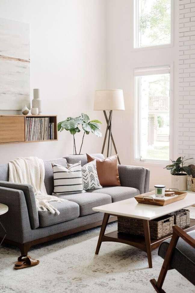 19. Tipos de sofá cinza para decoração de sala branca – Foto: Harmony House