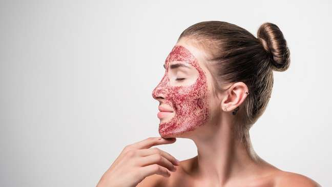 Vampire Facial: conheça mais sobre o procedimento polêmico