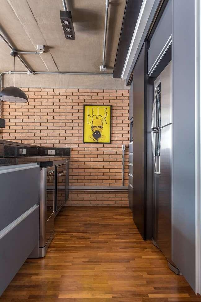 8. A marcenaria inteligente ajuda na fixação dos demais eletrodomésticos da cozinha. Foto: JP Image