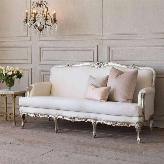 5. Tipos de sofá antigo para decoração de sala clássica – Foto: Kathy Kuo Home