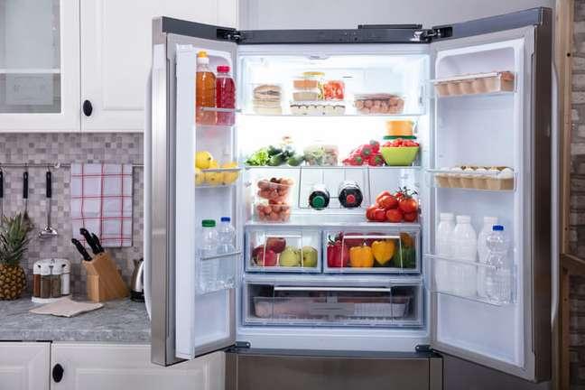 5. Aprenda como organizar geladeira com potes – Foto IStock