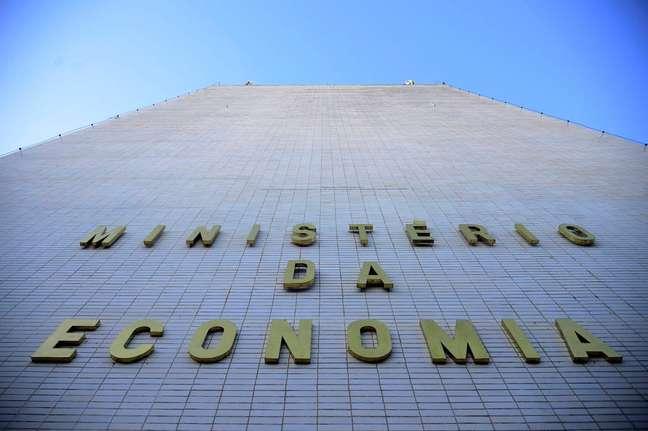 Governo envia proposta de Orçamento para 2022 sem novo Bolsa Família e com pagamento total de precatórios