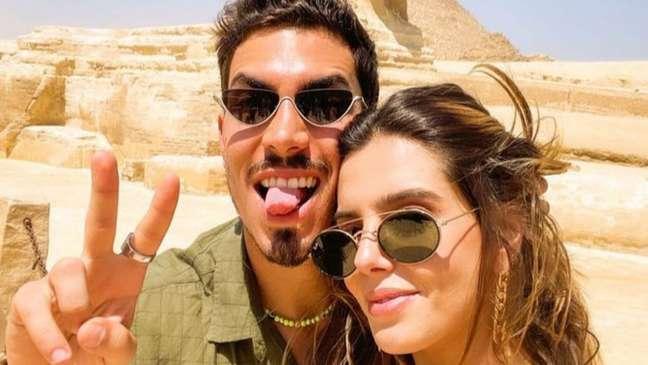 Os dois desembarcaram em Cairo nesta segunda-feira (30) e estão aproveitando juntinhos a viagem.