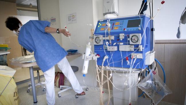 A hemodiálise, geralmente feita por máquinas como essa da imagem, costuma ser necessária nos casos mais graves da doença de Haff
