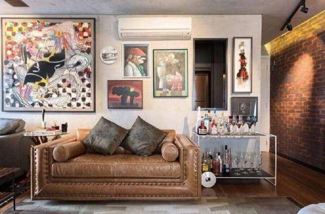 60. Tipos de sofás pequenos para decoração de sala com estilo industrial – Foto: Clarice Semerene