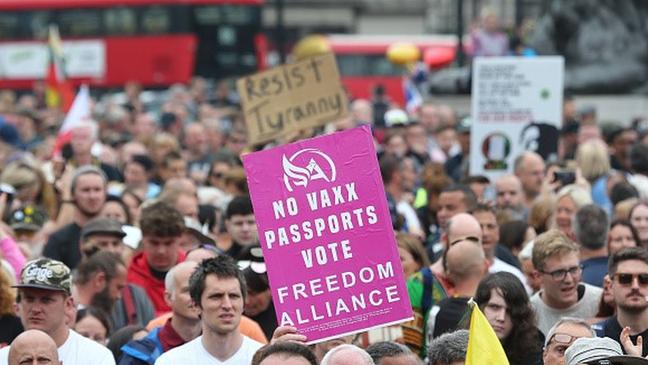 Nos últimos meses, foram registrados protestos contra as vacinas e os passaportes da imunidade em várias partes do mundo