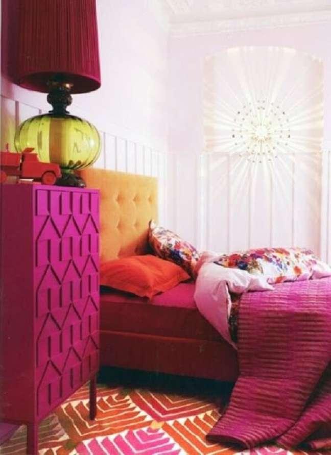 7. Use cores análogas e crie um encontro colorido bem rico na decoração. Fonte: Archzine