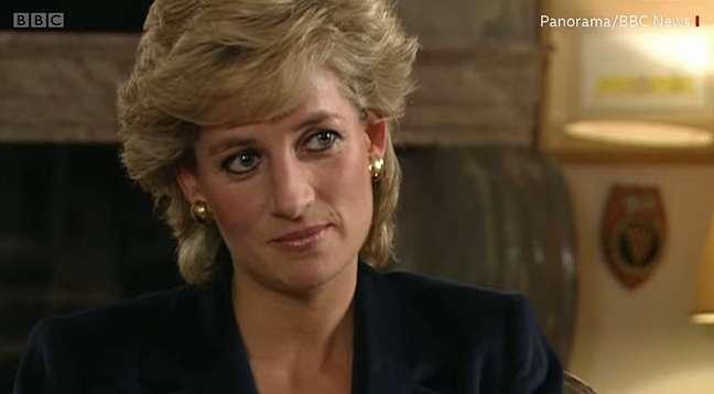Diana na entrevista bombástica que humanizou ainda mais sua imagem pública e estremeceu os alicerces da realeza