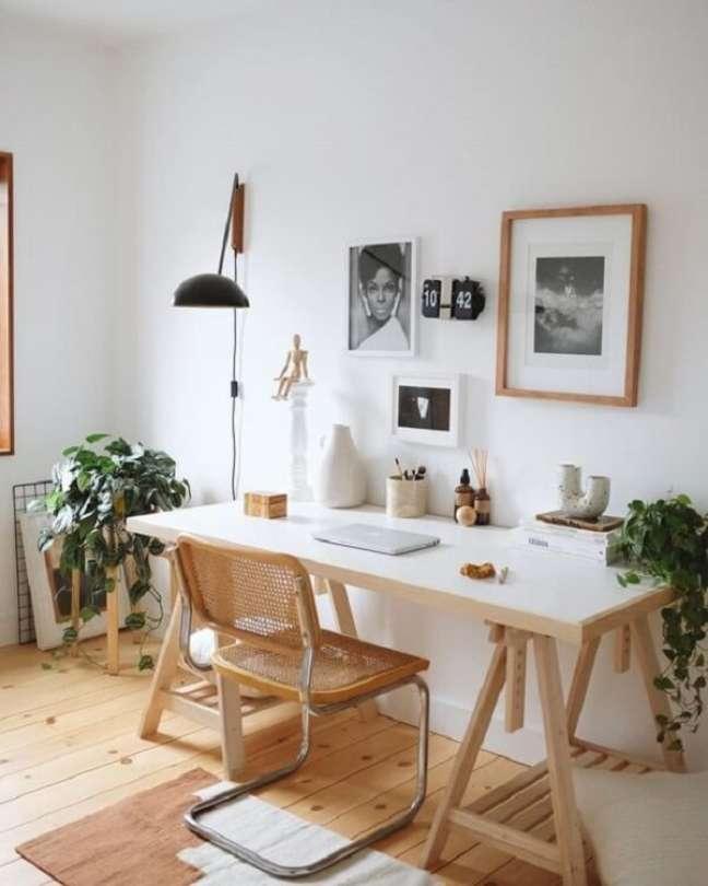 75. Aposte em projetos de escritórios pequenos com elementos em madeira. Foto: Greend Wedding Shoes