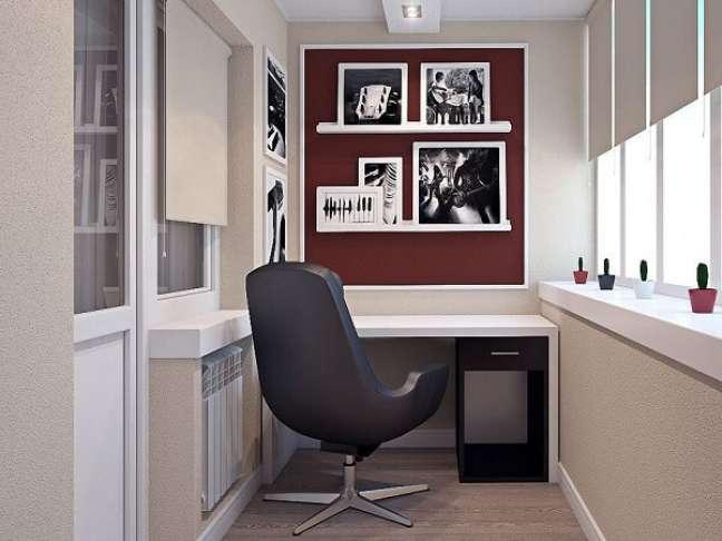 18. Priorize lugares com boa iluminação na hora de montar o seu escritório pequeno. Foto: Decoração de Casa