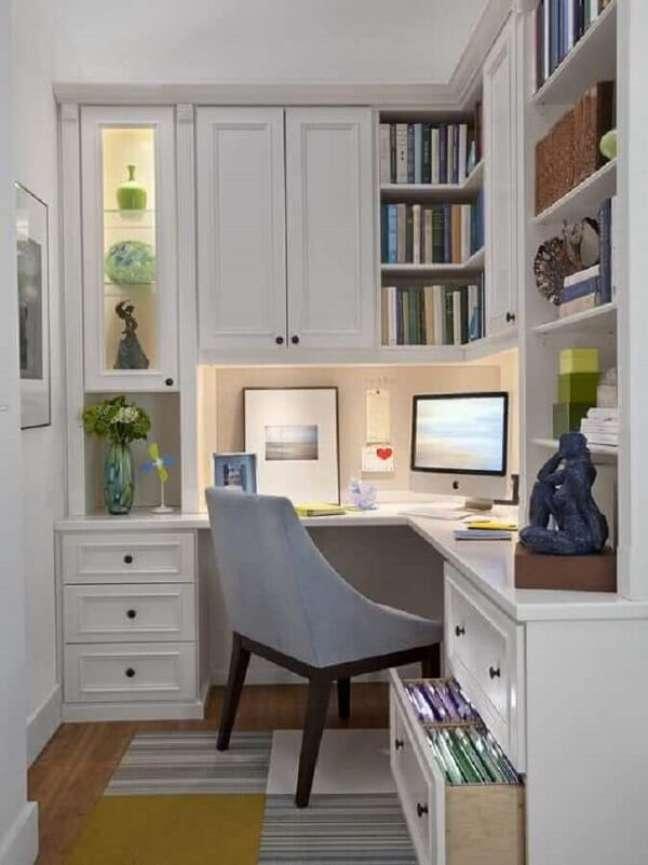 44. Ideias de escritório pequeno armário feito sob medida para o ambiente. Foto: Apartment Therapy