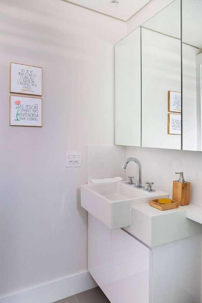 25. Banheiro com bancada de quartzo pequena – Foto Gabriela Toledo Arquitetura e Interiores
