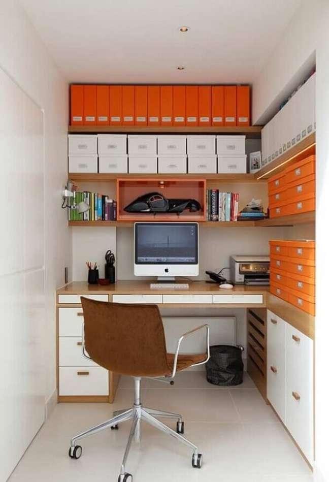 41. Mantenha sempre o escritório pequeno em casa organizado. Foto: Jeito de Casa