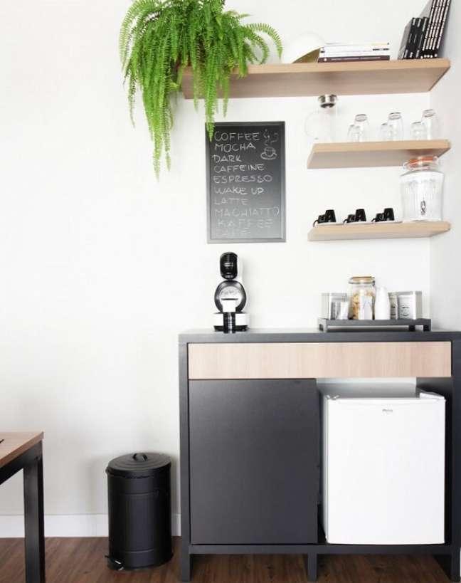 13. Se for possível crie um cantinho de café no escritório pequeno. Foto: A2E Arquitetura e Engenharia