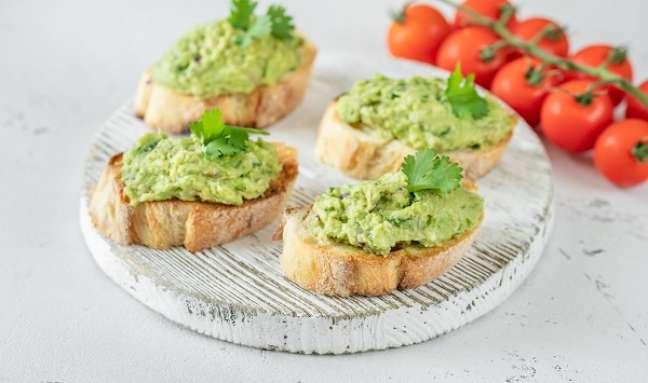 2. Torrada com guacamole de avocado – Foto iStock