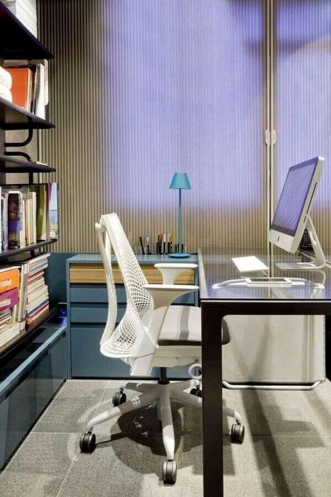 11. Para melhorar a produtividade do escritório pequeno invista em uma cadeira confortável. Foto: Architizer