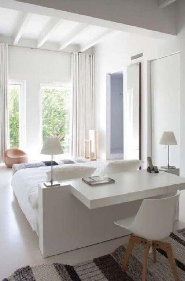 54. Decoração minimalista com escritório pequeno no quarto. Foto: Trende Decor