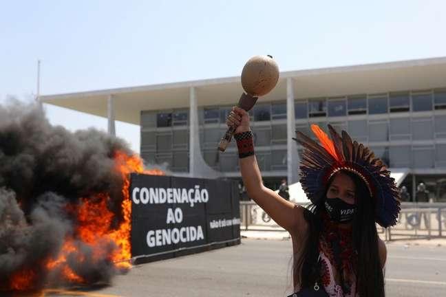 Protesto de indígenas contra o presidente Jair Bolsonaro e o marco temporal em Brasília 27/08/2021 REUTERS/Amanda Perobelli