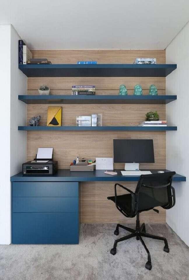 49. Fique atento a escolha da cadeira que irá fazer parte do escritório pequeno em casa. Foto: Casa de Valentina