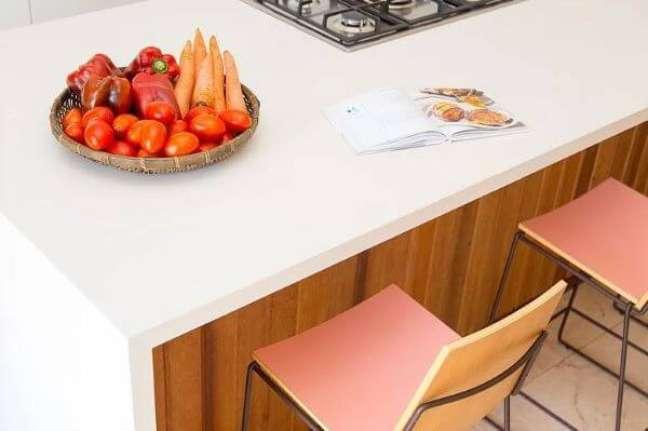 21. Bancada de quartzo na cozinha moderna – Foto Paulo Azevedo