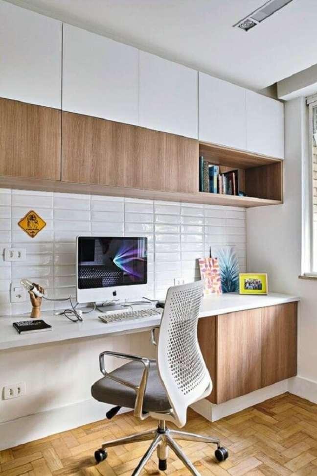 73. Armário planejado para escritório pequeno. Foto: Casa e Jardim