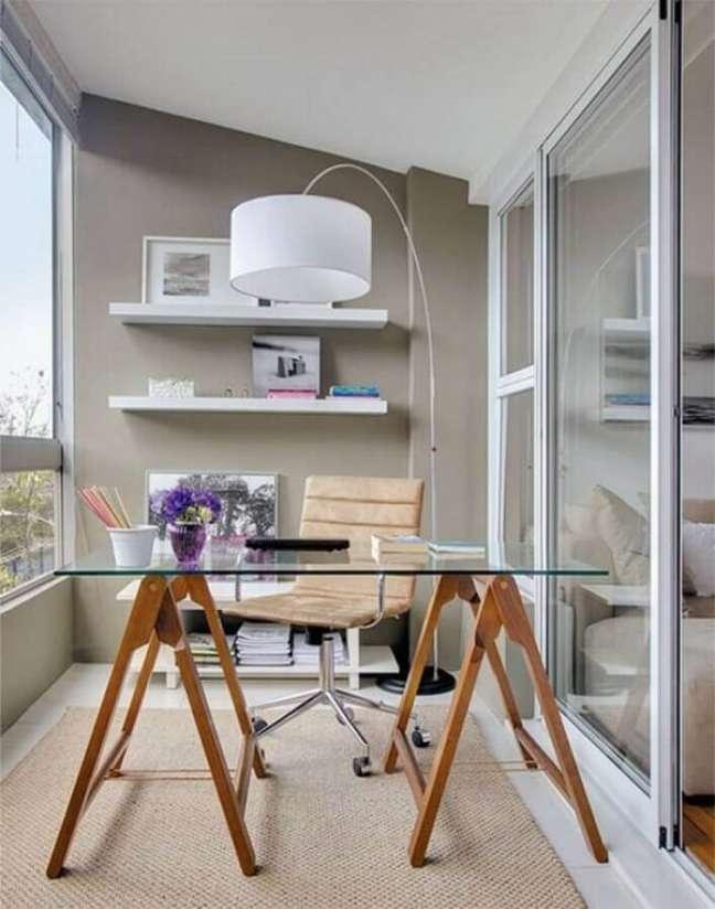 76. Aproveite o espaço da varanda para montar um escritório pequeno e moderno. Foto: Architecture Art Designs