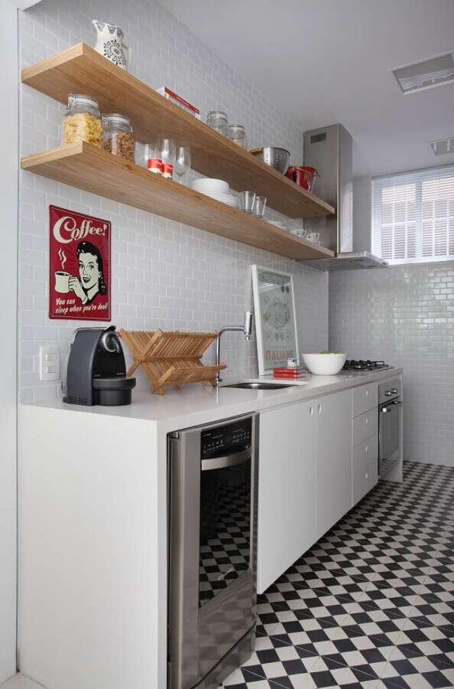 15. Decoração clean com metro white e gabinete de cozinha branco – Foto: Todo Dia Arquitetura