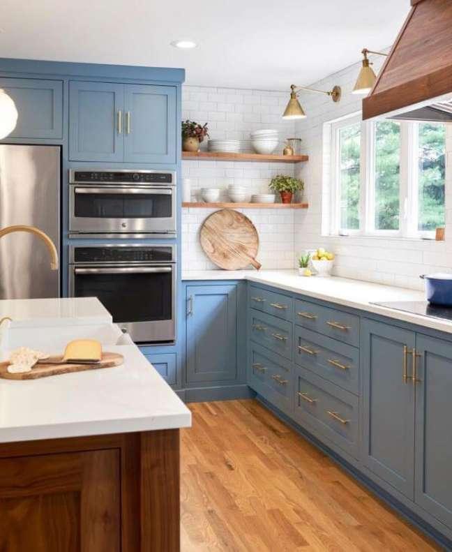 53. Decoração de cozinha com bancada de quartzo branco – Foto ZIG ZAG STUDIO